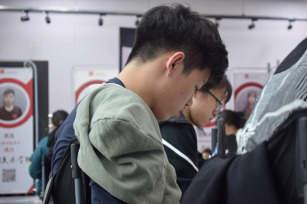 经过广州美术高考班围墙魔鬼特训后的你们!联考一定必胜,08
