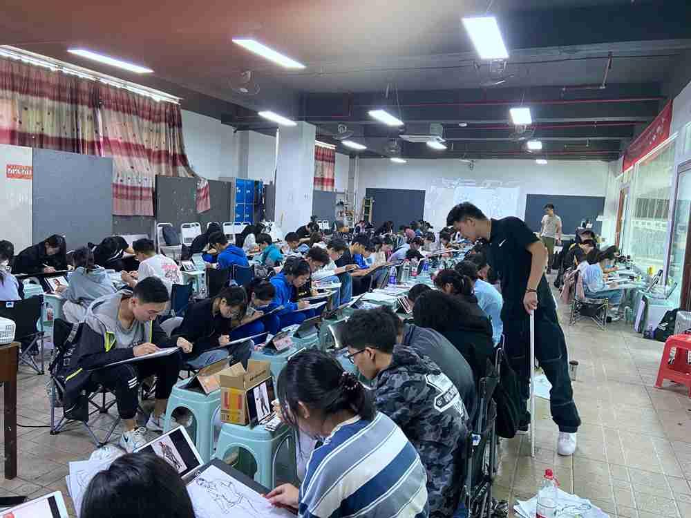 经过广州美术高考班围墙魔鬼特训后的你们!联考一定必胜,05
