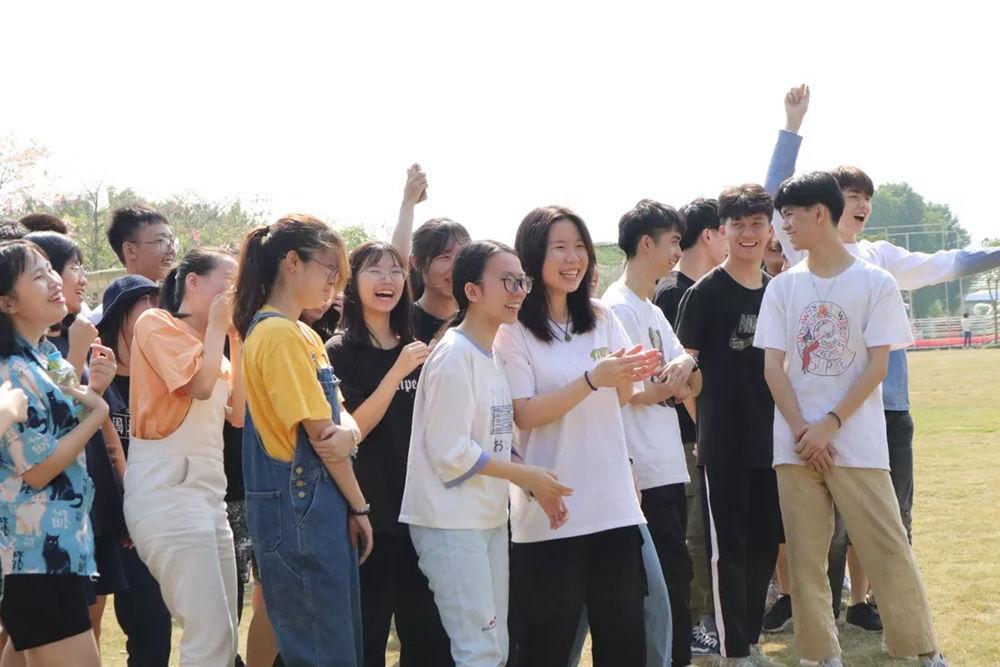 广州围墙画室,广州围墙美术培训,广州画室户外活动,07