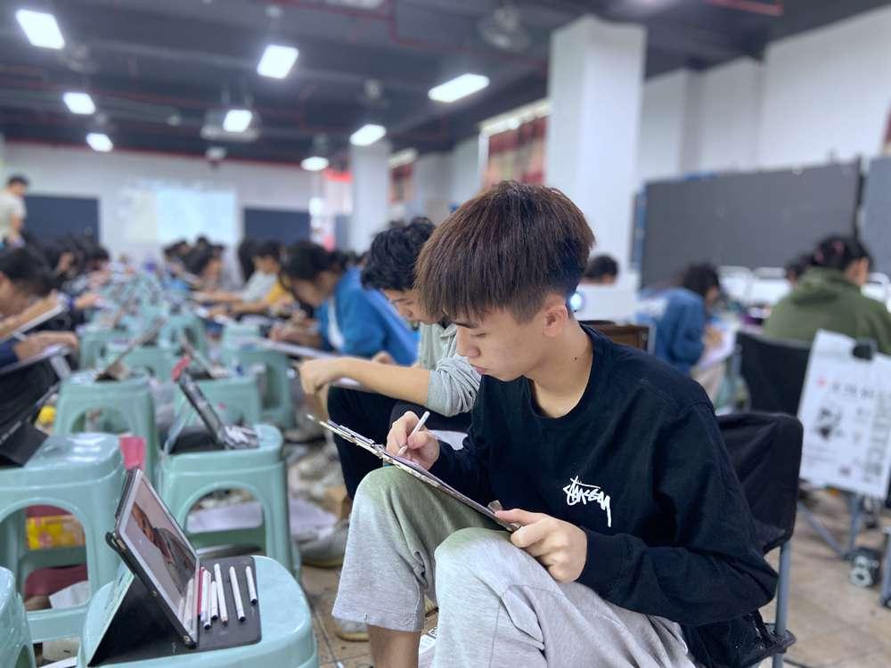 经过广州美术高考班围墙魔鬼特训后的你们!联考一定必胜!!