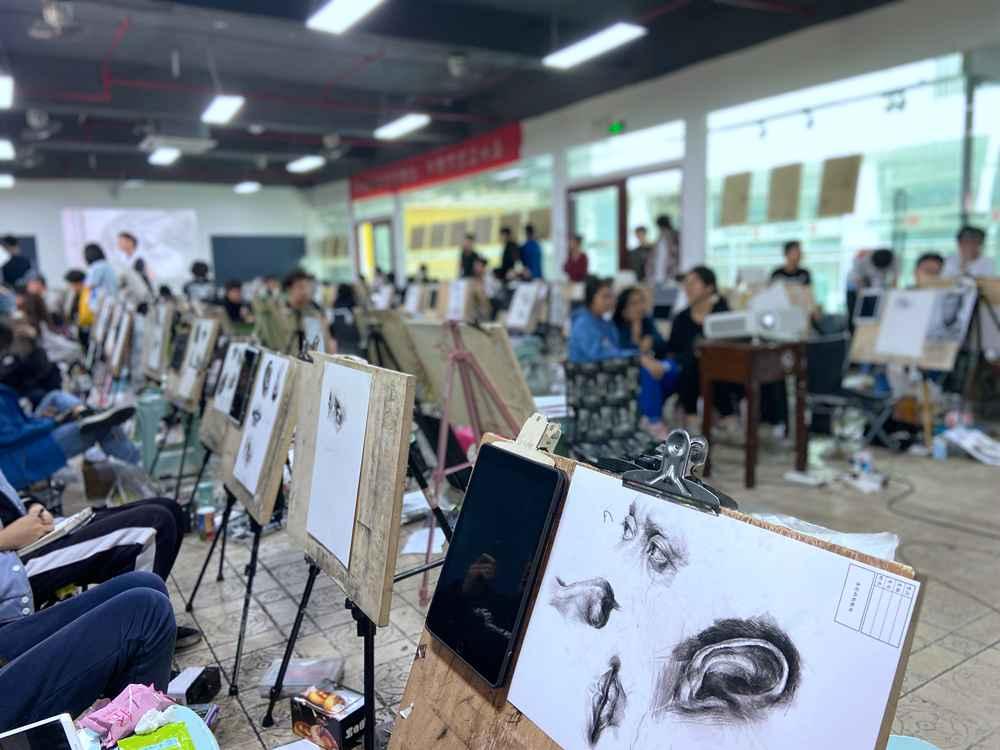 经过广州美术高考班围墙魔鬼特训后的你们!联考一定必胜,19
