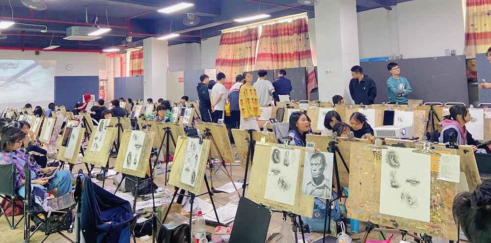 经过广州美术高考班围墙魔鬼特训后的你们!联考一定必胜,27